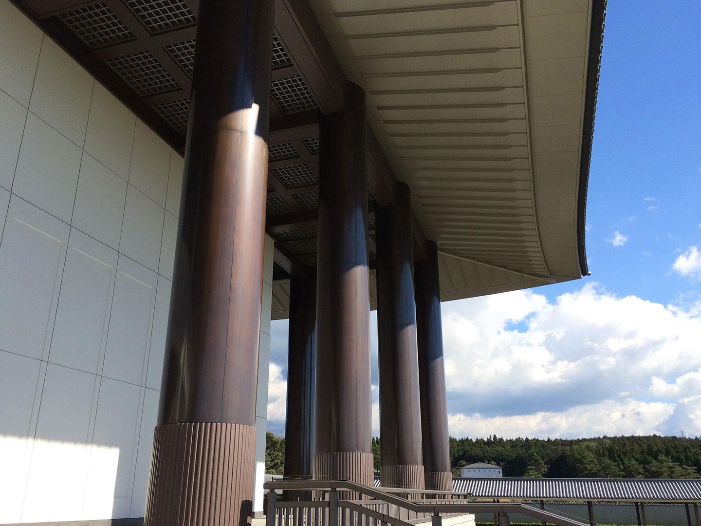 硫化いぶし仕上げを施した丸柱